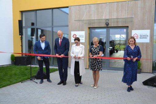Iškilmingai atidarytas analogų Lietuvoje neturintis pagalbos centras onkologinėmis ligomis sergančių vaikų šeimoms