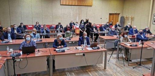 Įvyko neeilinis Jurbarko rajono savivaldybės tarybos posėdis: iš pareigų atleisti mero ir direktoriaus pavaduotojai