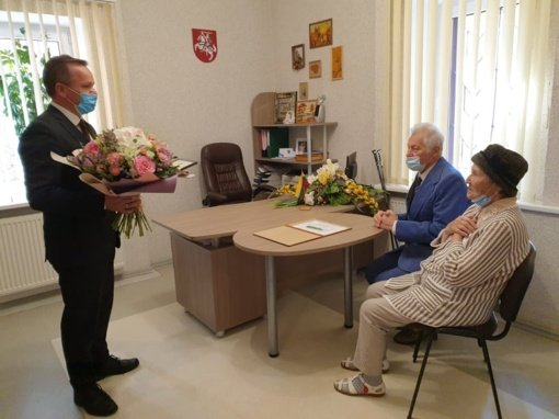 Valentina ir Jurijus Ovčinikovai pasveikinti deimantinių vestuvių proga