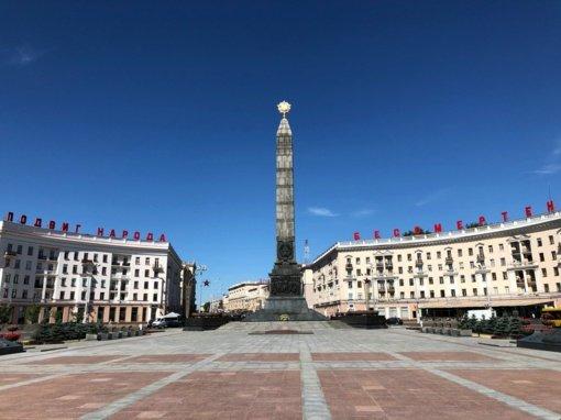 Protestuotojai Minske pradėjo statyti barikadas