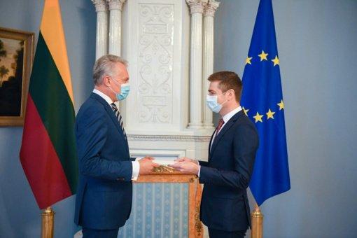 Prezidentas įteikė skiriamuosius raštus Lietuvos ambasadoriui Čekijos Respublikoje