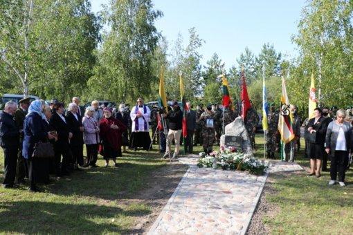 Šventežerio seniūnijoje atidengtas paminklas partizanei Elzei Aravičiūtei Gegutei