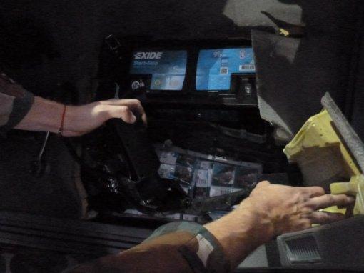 Pasieniečiams įkliuvo vairuotoja, cigaretes slėpusi automobilyje įrengtose slėptuvėse