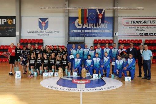 Garliavoje pasveikinti Lietuvos jaunučių rankinio čempionai