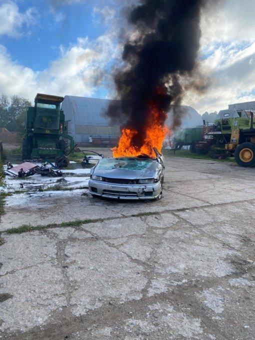 Ūdrijos kaime degė ardomi automobiliai
