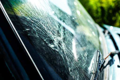 Panevėžyje vyras nesuvaldė automobilio ir trenkėsi į elektros stulpą