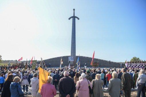 Kryžkalnyje atidengtas monumentas Lietuvos partizanams – kovotojams už šalies nepriklausomybę