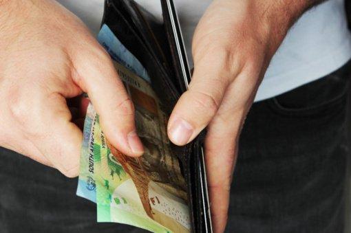 Sukčius iš senolės išviliojo 7000 eurų
