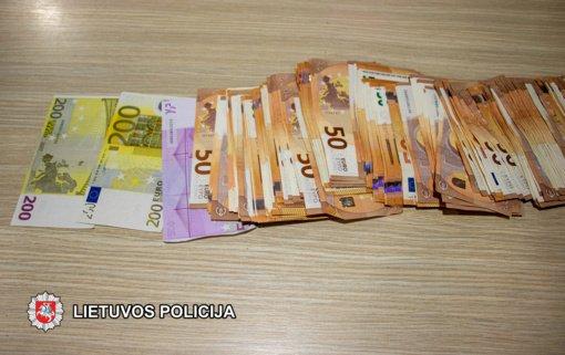 Klaipėdoje su įkalčiais sulaikyti trys asmenys įtariami sukčiaujant išvilioję 13 000 eurų