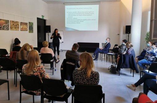 """Jurbarko viešojoje bibliotekoje surengta diskusiją """"Smurtas artimoje aplinkoje: prevencija, apsauga, pagalba, bendradarbiavimas"""""""
