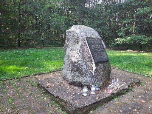Savivaldybės vadovai pagerbė holokausto aukas