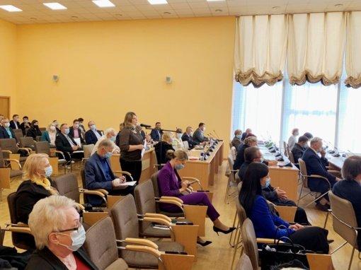 Diskusijas sukėlė klausimas dėl Bukiškio kaime esančio bendrabučio perėmimo iš Turto banko
