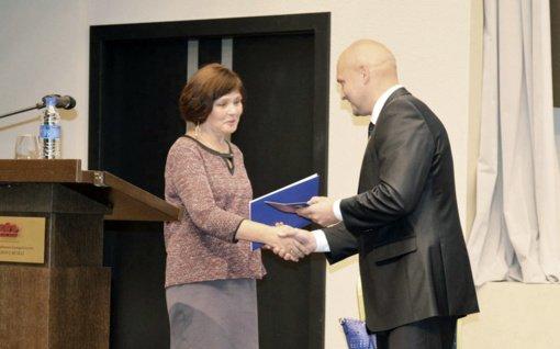 Prof. dr. Ritai Reginai Trimonienei – garbingas Lietuvos genealogijos ir heraldikos draugijos apdovanojimas
