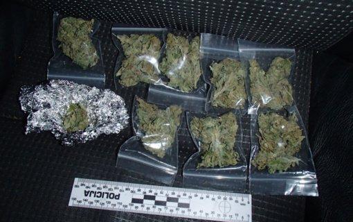 Jaunuolio automobilyje ir namuose rasta narkotinių medžiagų
