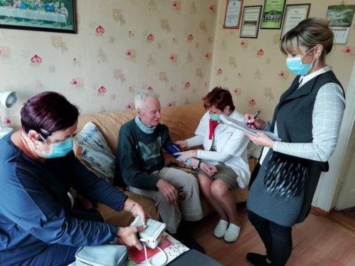 Kalvarijos savivaldybė pasidalijo jautriomis socialinių darbuotojų veiklos akimirkomis