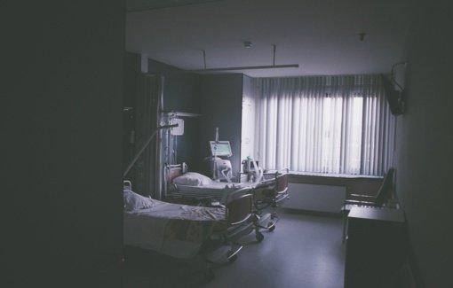 AFP: nuo koronaviruso pasaulyje jau mirė per milijoną žmonių