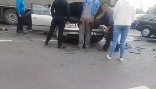 Skaudi avarija Kaune: pranešama apie sužeistus žmones