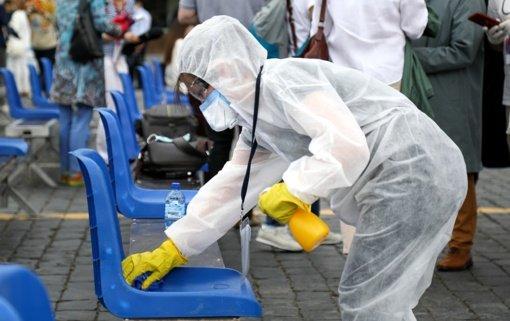 Svarbiausi antradienio įvykiai: virusu užsikrėtusiųjų daugėja