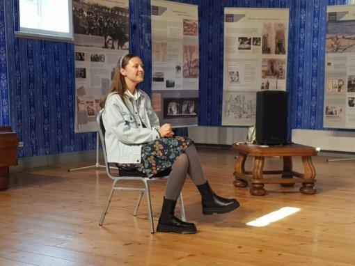 """Pakruojyje apsilankiusi atlikėja Ieva Zasimauskaitė jaunimui atskleidė """"kaip nepamesti savęs"""""""