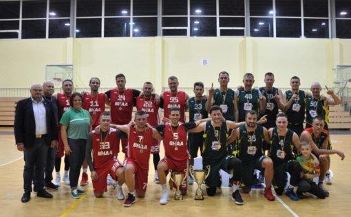 Apdovanoti Pakruojo rajono vyrų krepšinio pirmenybių nugalėtojai