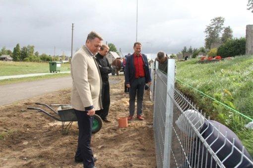 Pagėgių mieto kapinės aptvertos nauja tvora