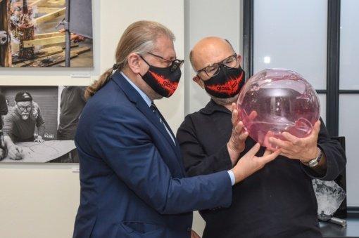 """Atidaryta tarptautinio meninio stiklo simpoziumo """"GlassJazz'20"""" paroda"""
