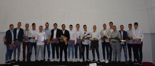Įteikti baigimo pažymėjimai Varėnos sporto centro jauniesiems sportininkams