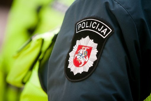 Už pareigūnų garbę ir orumą žeminantį pranešimą Rietavo savivaldybės gyventojui skirta bauda