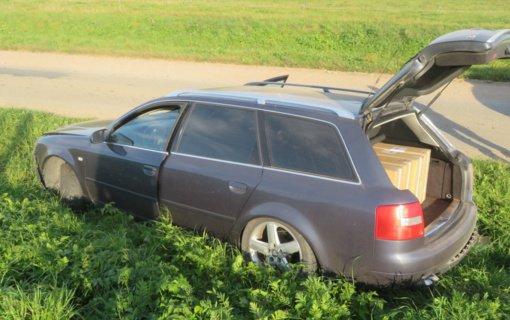 Netoli Pagėgių nuo policijos bėgusiame automobilyje rasta narkotikų ir kontrabandinių cigarečių