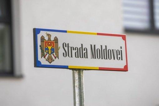 Daugiataučiame Vilniuje – dekoratyvinė gatvės lentelė moldavų kalba