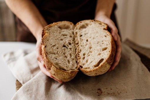 Duonos kepimas namuose sugrįžta: galima išsikepti iš vos 3 ingredientų