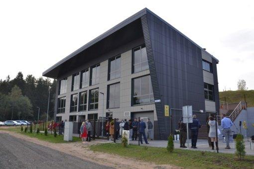 Kantriai išlaukus iškilmingai atidarytas Vilniaus rajono sporto mokyklos administracinis pastatas