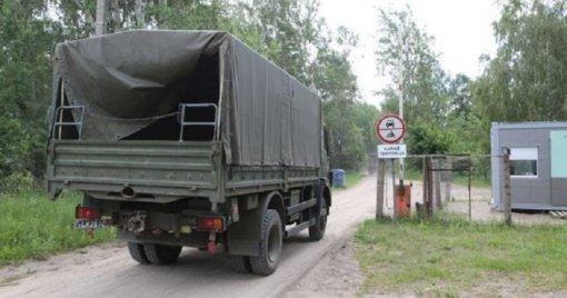 Rukloje apvirto karinis sunkvežimis, nukentėjo vairuotojas