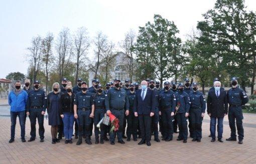 Profesinės šventės proga pasveikinti Pakruojo rajono pareigūnai
