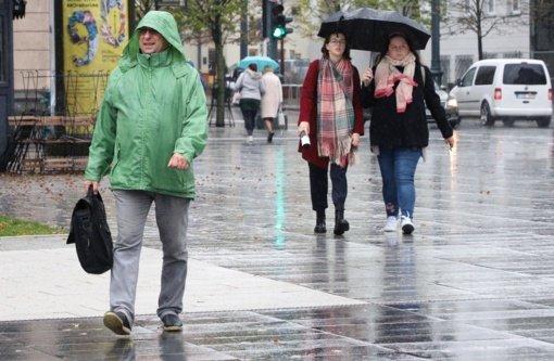 Kelininkai: Vakarų Lietuvoje lyja, keliai šlapi