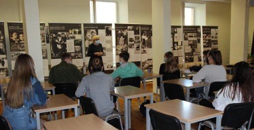 """Juliaus Janonio gimnazijoje surengta paroda ,, Išsigelbėjęs žydų vaikas pasakoja apie Šoa"""""""