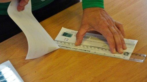Užsidarė balsavimo apylinkės, pradedami skaičiuoti balsai