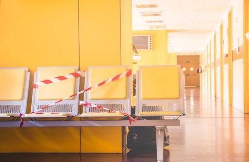 Kauno klinikose pradėta medikų revakcinacija COVID-19 vakcina: paskiepyta 330 darbuotojų