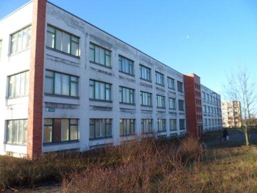Ant prekystalio – ir buvusios mokyklos pastatas
