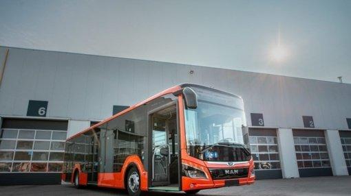 Kaune pradeda kursuoti pirmasis iš šimto naujų hibridinių MAN autobusų