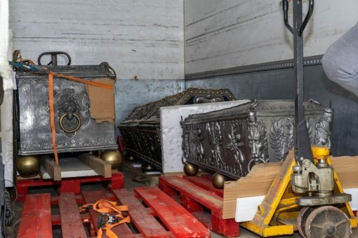 Kunigaikščių Radvilų sarkofagai po restauravimo darbų sugrįžo į Kėdainių evangelikų reformatų bažnyčią