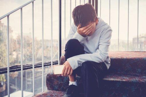 Ukmergės rajono mokykloje septyniolikmetis sumušė keliais metais jaunesnį paauglį