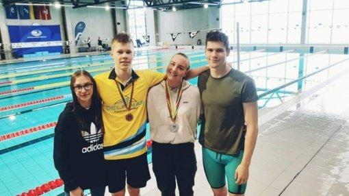 """Lietuvos plaukimo federacijos varžybose """"Delfino"""" plaukikai pelnė tris medalius"""