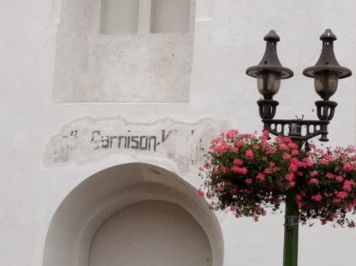 Restauruojant bažnyčią iš po tinko išniro senas užrašas