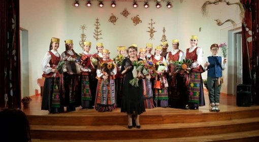 """Marijampolės meno mokyklos ansambliui """"Tūto"""" – """"Aukso paukštės"""" apdovanojimas"""