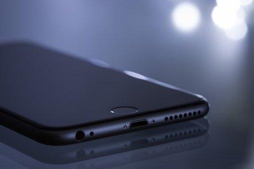 Prienuose iš salono pavogti du mobilieji telefonai