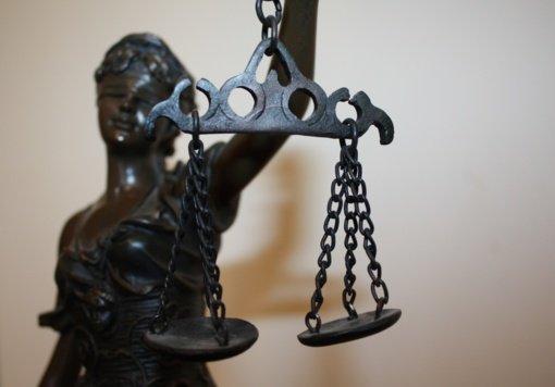Du pareigūnai lieka pripažintais kaltais dėl piktnaudžiavimo tarnyba