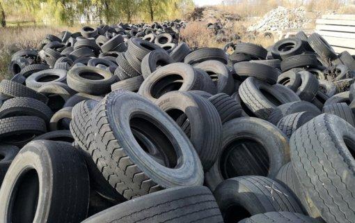 Aplinkosaugininkų pergalė – šimtai tonų panaudotų padangų perduota tvarkyti