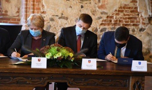 Trakų pilyje pasirašyta Vilniaus regiono plėtros tarybos steigimo sutartis
