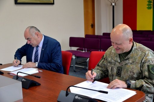 Pasirašyta bendradarbiavimo sutartis su Žemaičių apygardos trečiąja rinktine